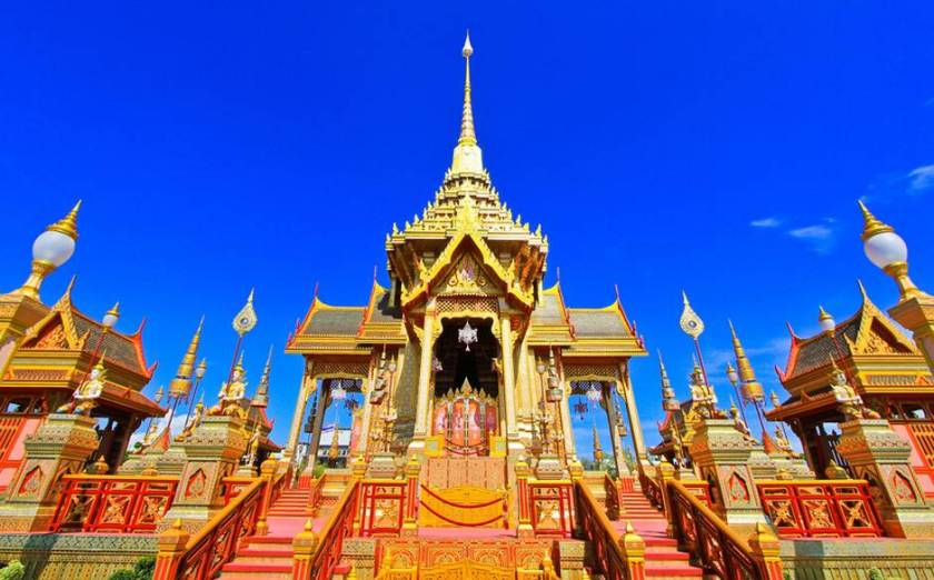 Source: http://www.telegraph.co.uk/inluxury/2758/1378292585254/bangkok_temple_2531264ajpg/ALTERNATES/w940-land/Bangkok_Temple_2531264a.jpg